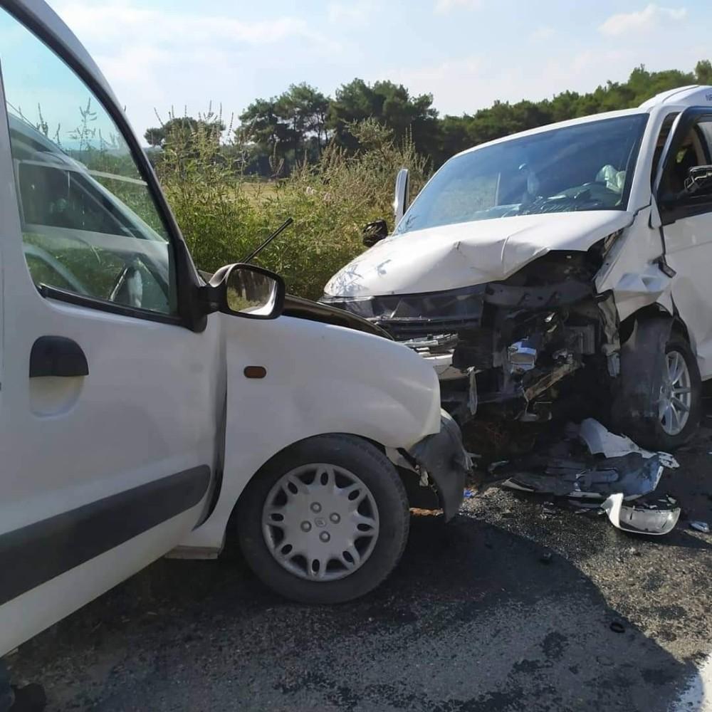 İzmir'de trafik kazasında yaralananlardan birisi hayatını kaybetti