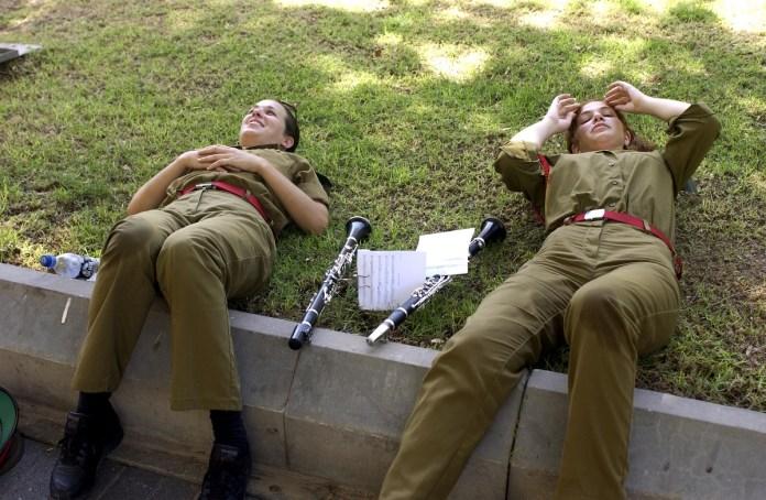 Izraeli katonalányok - Fotó: Moshe Milner / GPO