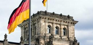 Német zászló a Reichstagon