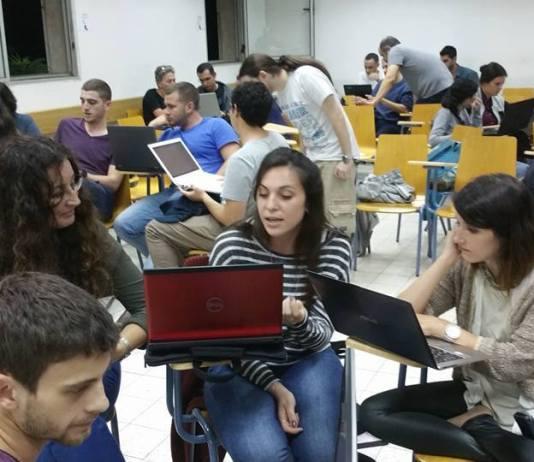 Diákok a Tel-Avivi Egyetemen csoportos foglalkozáson szócikkeket írnak a Wikipédiának - fotó: Shani Evenstein / Wikipedia
