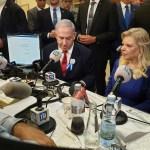 A Netanjahu házaspár interjút ad a Galei Cahalnak, a katonai rádiónak a Kneszet halljában, 2019. október 4. - fotó: Roman Yanushevsky / Shutterstock