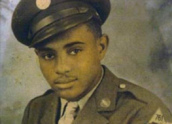 Johnnie Stevens Jr. törzsőrmester, Camp Hood, Texas, 1942