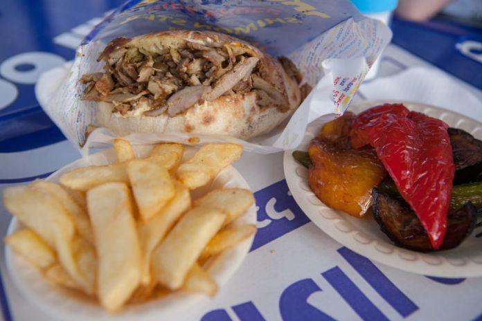 Shawarma sült krumplival, pirított paprikával és padlizsánnal – fotó: Czvitkovits Judit