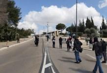 Tüntetők a kneszet előtt - fotó: Shakuf