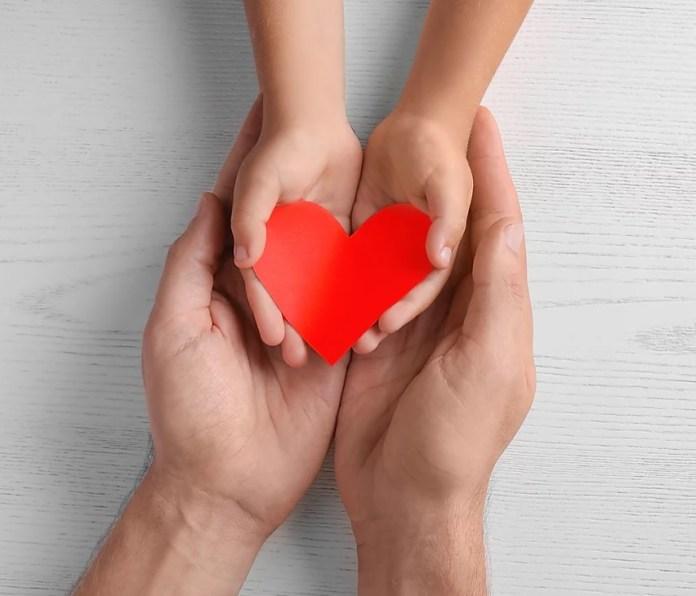 szív kéz segítség