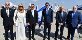 Gabi Askenazi külügyminiszter és Kyriakos Mitsotakis görög miniszterelnök a Ben Gurion repülőtéren - fotó: Gabi Askenazi Twitter-oldala