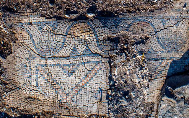 Egy 1300 éves templom mozaik padlója Kfar Kama faluban, a Tábor-hegy közelében - fotó: Alex Wiegmann / Izraeli Régészeti Hatóság