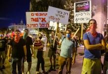 Tüntetők a Balfour utcában - fotó: frankpeti