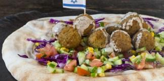 Vegán Falafel pakolás Salátával és tahini mártással - fotó: Shutterstock