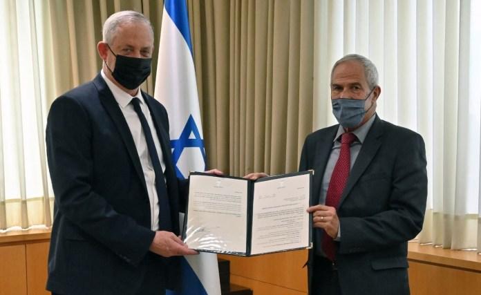 Beni Ganz és Amnon Sztrasnov nyugalmazott bíró, 2020. november 22. - fotó: Ariel Hermoni / Védelmi Minisztérium