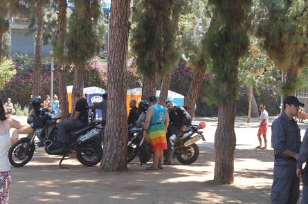 Znudzona policja w Parku Meir