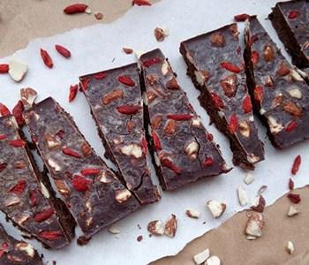 Otjerajte depresiju zdravom domaćom čokoladom s rogačem, depresija i čokolada