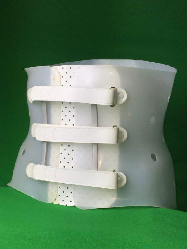 腰椎硬性コルセット