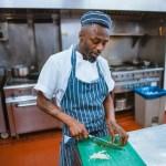 Jak powinni być ubrani pracownicy gastronomii?