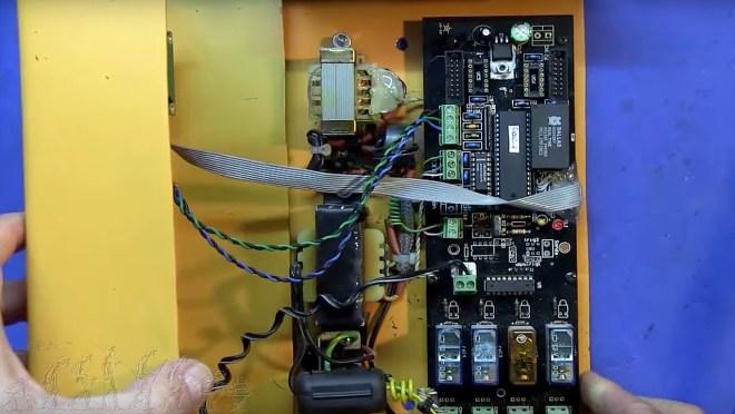 Desmontando el chip RTC del equipo