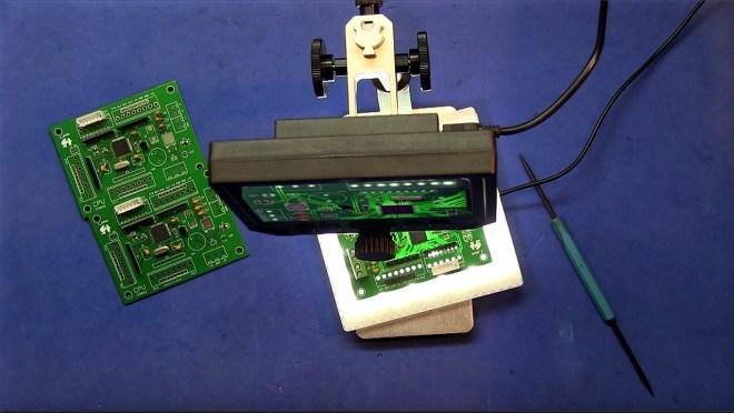 Inspección de la CPU con el microscopio