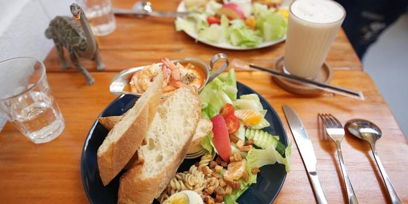 台南美食︱恐龍出沒︱有著草叢的未知冒險,也有森林般的文青氣息,早午餐也很好吃的龍百貨 厚片套餐/特製餐/飲品/咖啡