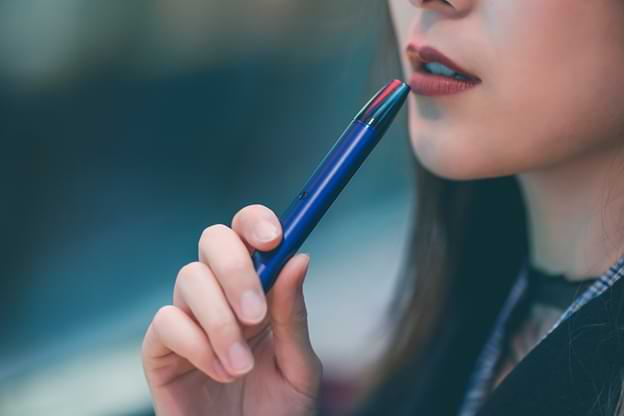 The Key Differences Between Smoking And Vaping Cannabis (1)