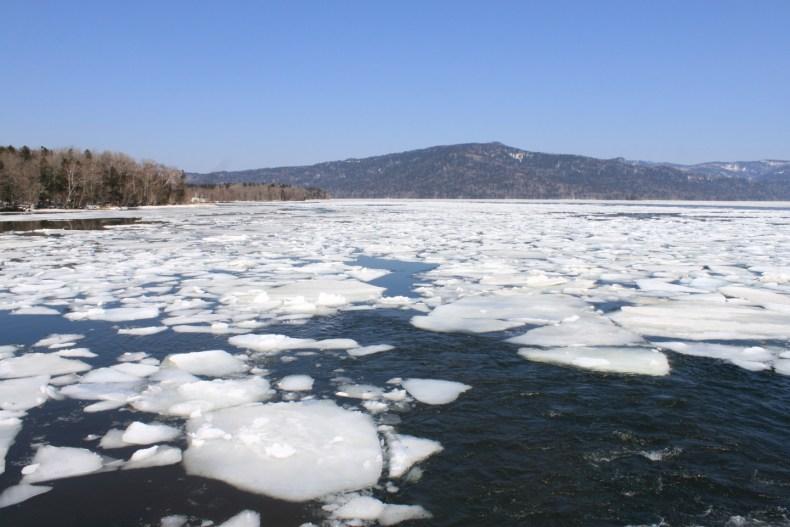 阿寒湖砕氷帯観光遊覧