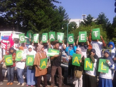 Sosialisasi yang dilakukan Badan Ketahanan Pangan Daerah Jawa Barat bersama mahasiswa perguruan tinggi di Bandung di Car Free Day Dago, Minggu (18/5). Kegiatan ini untuk mengurangi konsumsi beras masyarakat dan memperkenalkan alternatif pangan di luar beras. (JABARTODAY/AVILA DWIPUTRA)