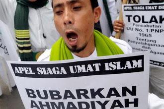 Demonstrasi mendesak pembubaran Ahmadiyah beberapa waktu lalu.