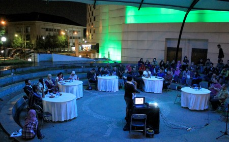 "Suasana Bincang Isola ""Pendidikan Jangan Dikorupsi"" di Teater Terbuka Museum Pendidikan Nasional UPI. (NAJIP HENDRA SP/JABARTODAY.COM)"