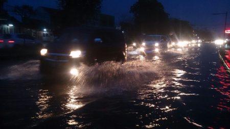 Banjir cileuncang terjadi tiap musim hujan. (jabartoday/avila dwiputra)