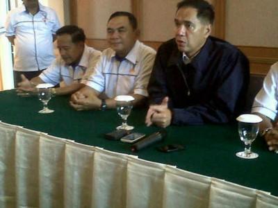 Mantan Menteri Perdagangan yang menjadi peserta Konvensi Calon Presiden Partai Demokrat, Gita Wirjawan, menghadiri pengukuhan pengurus DPD Barisan Indonesia (Barindo) di Bandung, Selasa (4/2/2014). Selain mengukuhkan kepengurusan Barindo, Gita juga akan mengikuti debat Konvensi Capres PD pada Rabu (5/2/2014). (JABARTODAY/AVILA DWIPUTRA)