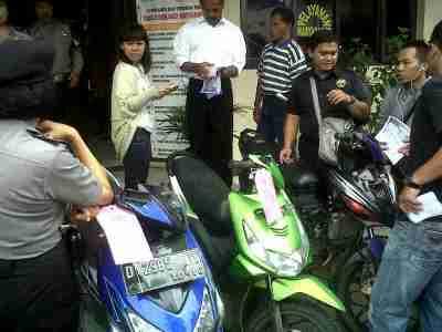 Motor yang disita dari kedua pelaku yang tertangkap basah mencuri sepeda motor di daerah Kopo. Polsek Bojongloa Kaler berhasil mengamankan kedua tersangka yang ditangkap warga. (JABARTODAY/AVILA DWIPUTRA)