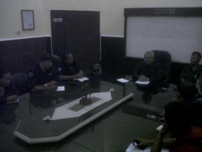 Peretemuan wartawan dengan Juru Bicara Pengadilan Negeri Bandung Joko Indarto terkait diterimanya gugatan kepada PJTV atas pemberitaan stasiun TV tersebut. (JABARTODAY/AVILA DWIPUTRA)