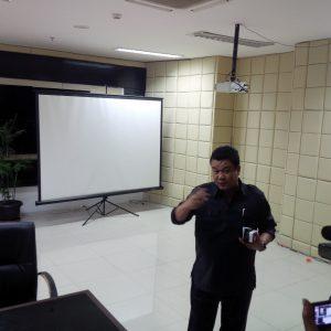 Ruangan yang diduga tempat karaoke di Gedung Parlemen, Senin (17/10). (jabartoday/avila dwiputra)