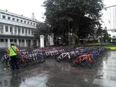 Ratusan sepeda yang diberikan PT Pertamina tersimpan di Balai Kota Bandung, Jumat (25/11). (jabartoday/eddy koesman)