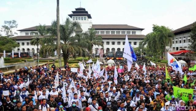 Demo Omnibus Law Bandung