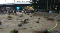 Massa Demo Merusak Taman Bandung