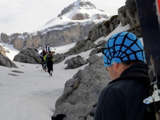 JJ en los últimos metros de la pedrera, antes de calzar los esquís
