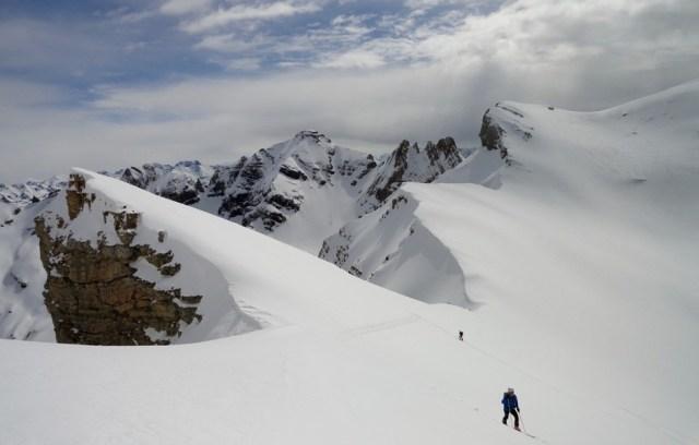 Subiendo a la cumbre tenemos unas vistas del collado de Ip espectaculares