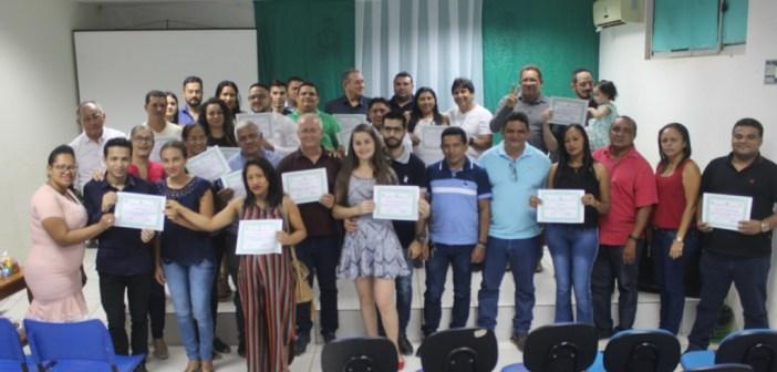 Prefeitura de Jacareacanga homenageou servidores municipais com certificado de reconhecimento
