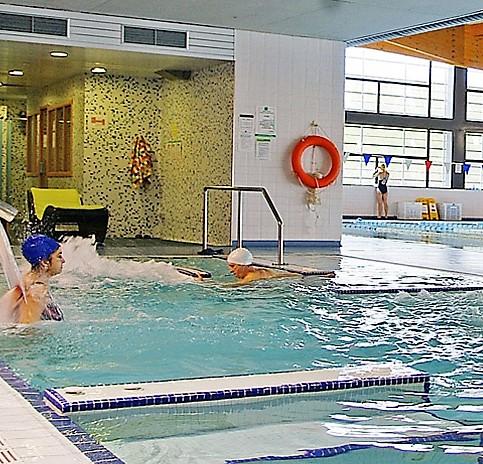 Se recupera la actividad en la piscina y el spa de Jaca.
