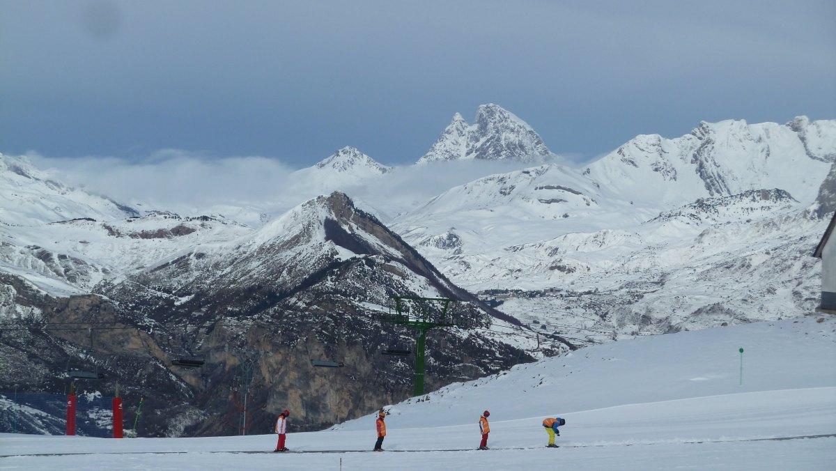 1.500 escolares participan en la campaña de esquí de la DPH