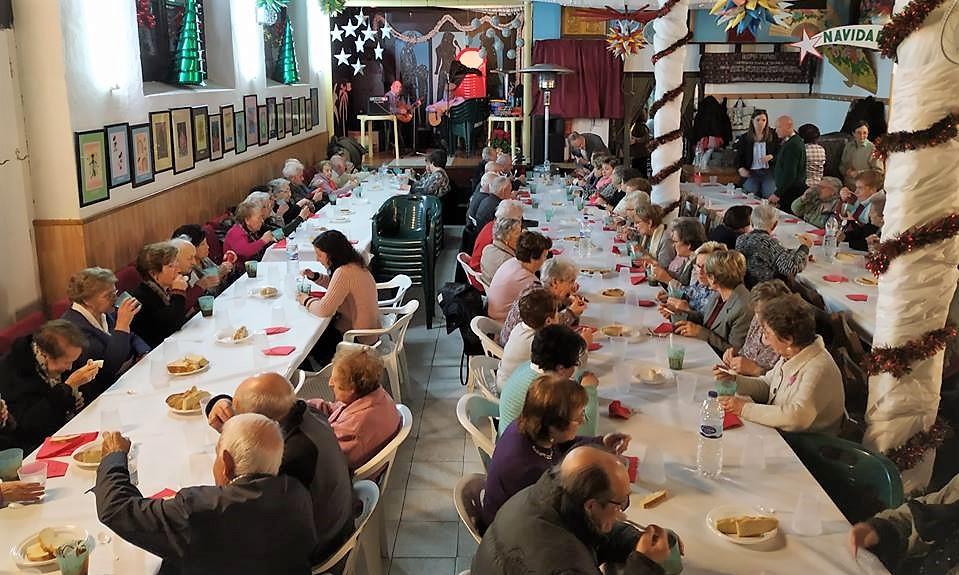 Entrañable fiesta de Cruz Roja con los mayores de la Jacetania