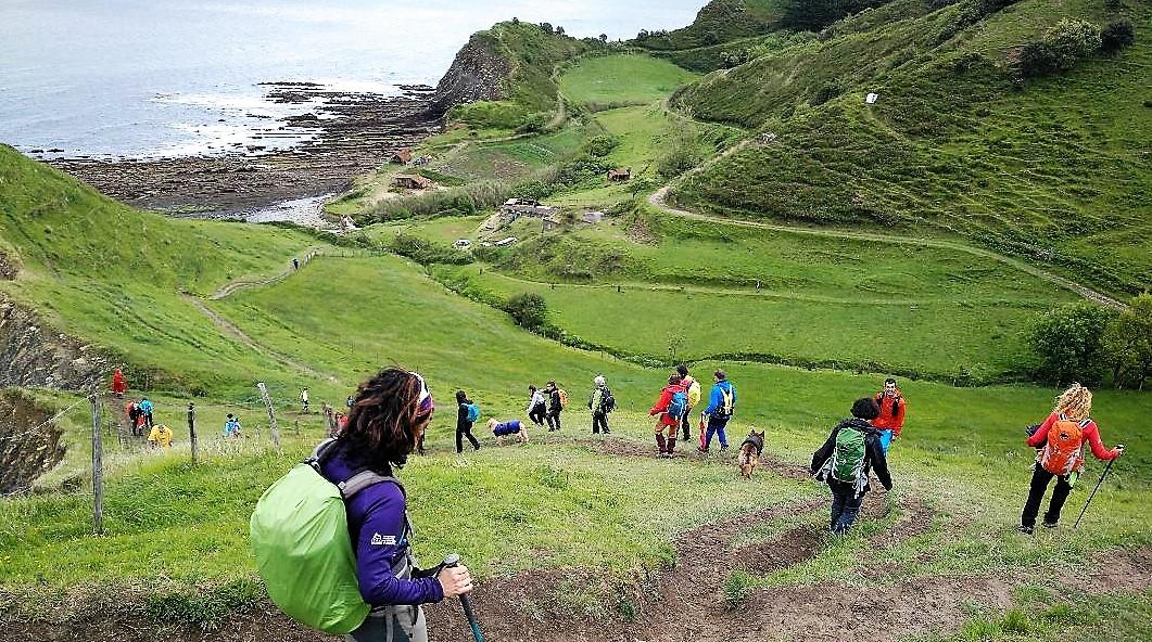 Montañeras Adebán cumple un año promocionando el deporte de montaña entre las mujeres y lo celebra en Zumaia
