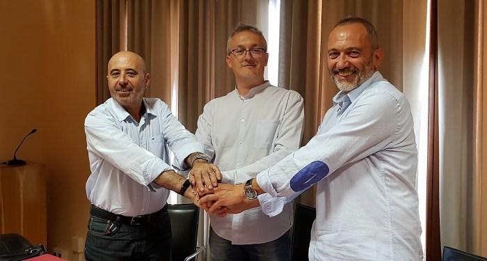 PACTO. Carlos Reyes, Juan Manuel Ramón y Javier Acín. (FOTO: Rebeca Ruiz)