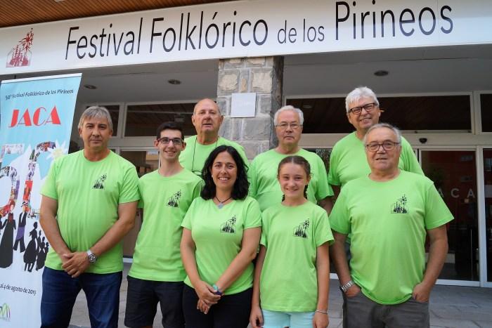 VOLUNTARIOS. Representantes de las distintas comisiones de voluntarios del Festival Folklórico de los Pirineos 2019. (FOTO: Rebeca Ruiz)