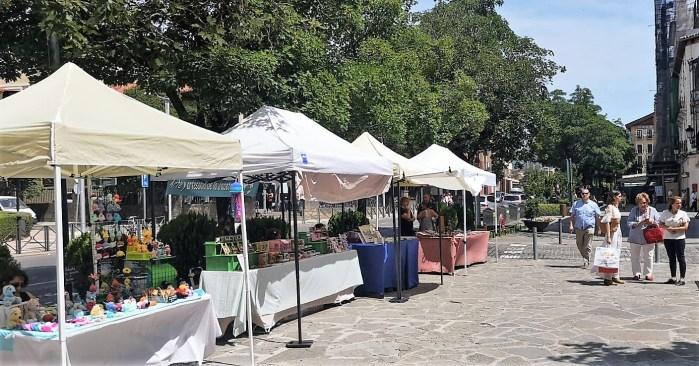 NUEVA UBICACIÓN. Mercado de Artesanía en la Plaza Cortes de Aragón. (FOTO: Javi del Pueyo)