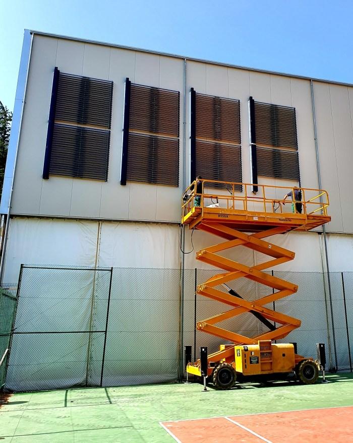 AHORRO. Nueva instalación en el frontón.