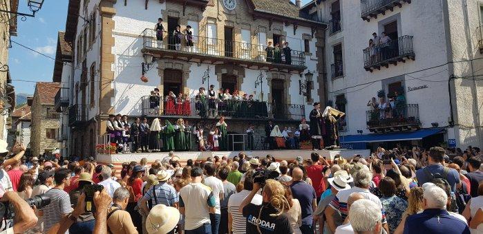 TRAJE TÍPICO DE ANSÓ. Fiesta de Interés Turístico Nacional. (FOTO: Rebeca Ruiz)