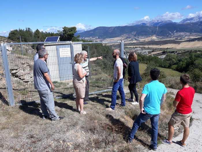 AGUA. Visita de miembros del PAR a Navasa para conocer los problemas con el abastecimiento.