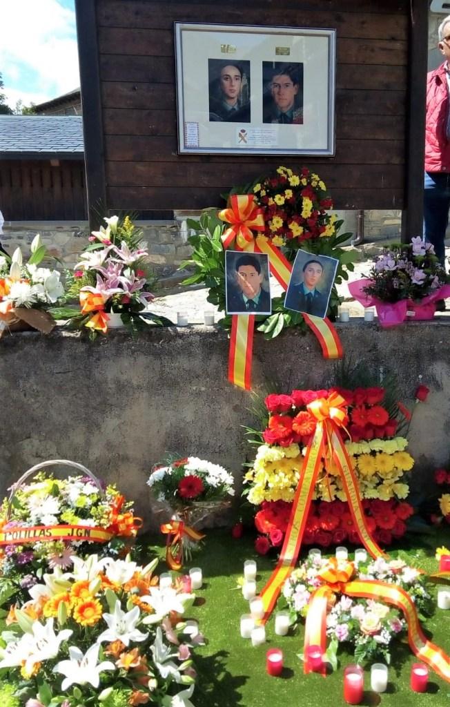 SALLENT DE GÁLLEGO. Homenaje a los guardias civiles asesinados por ETA.