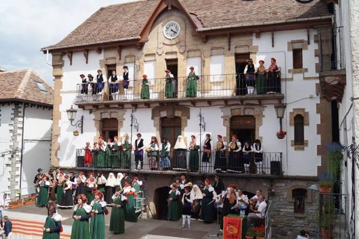 TRAJE ANSOTANO. Imagen de archivo del Día de la Exaltación del Traje Típico Ansotano. (FOTO: Rebeca Ruiz)