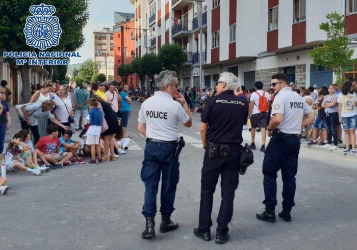 PATRULLAS. Agentes españoles y franceses, en el Festival de Jaca.